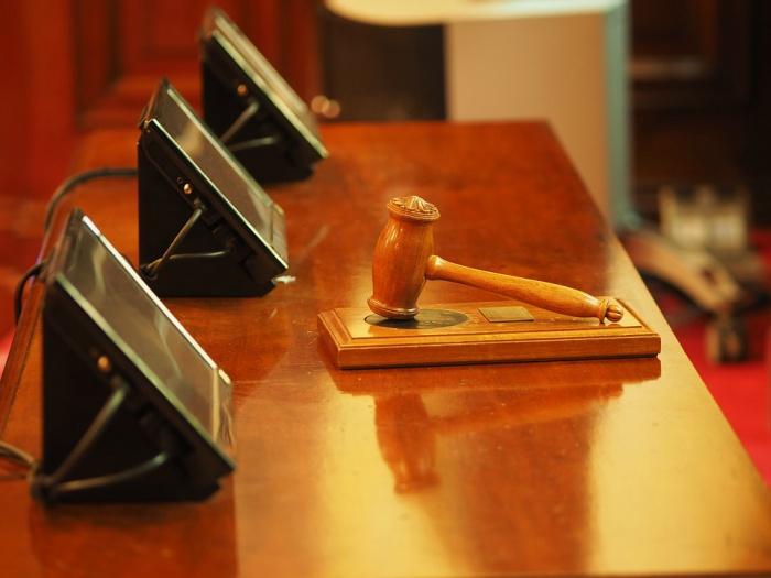 Mentir en un juicio civil
