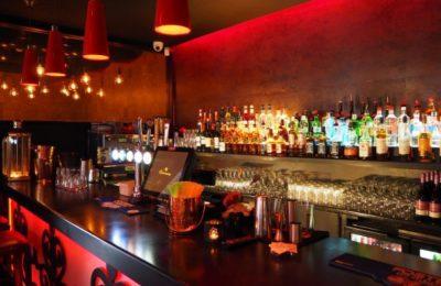 caída en un bar