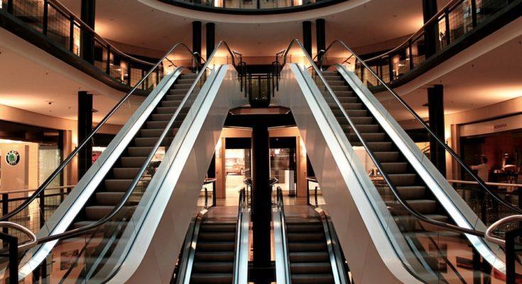 caída en un centro comercial