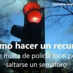 Cómo hacer un recurso de multa de la policía local por saltarse un semáforo